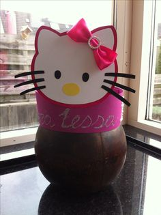 Hello Kitty verjaardagshoed Birthday Chair, Hello Kitty Birthday, Crazy Hats, Artists For Kids, Working With Children, Kids Hats, Party, Birthdays, Birthday Parties