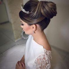 """1,230 curtidas, 35 comentários - Casamentosetc (@casamentosetc) no Instagram: """"Do ig @bloglarabettero . Um belíssimo penteado com coroa !!! Ficou chiquérrimo !!! …"""""""