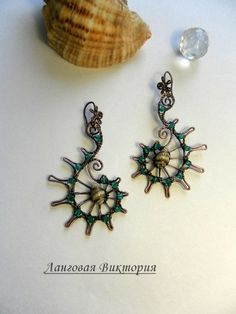 How pretty and original! Wire Crafts, Jewelry Crafts, Jewelry Art, Jewelry Design, Jewellery, Seed Bead Patterns, Jewelry Patterns, Beading Patterns, Wire Wrapped Earrings