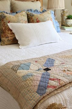 Savvy Southern Style: French Country Style Guest Room Reveal-- could do this with our old quilt French Country Cottage, French Country Style, French Country Decorating, Cottage Decorating, Cottage Style, Country Life, Country Living, Decorating Ideas, Country Homes