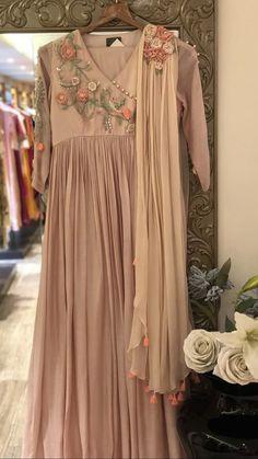 Pakistani Dress Design, Pakistani Dresses, Suit Fashion, Fashion Dresses, Gigi Dress, Kurta Neck Design, Kurta Designs Women, Indian Couture, Indian Designer Wear