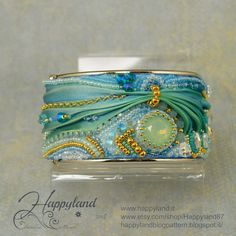 Le gioie di Happyland: Opaline cuff with Shibori. This would be nice all in whites and naturals, for a wedding.