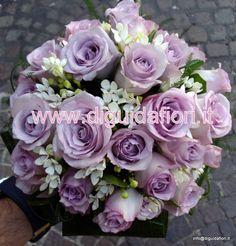 bouquet da sposa con rose glicine e bouvardia