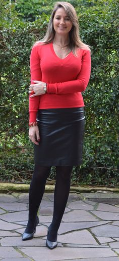 Amateur modeling red sweater black leather skirt black opaque tube and heels still arts amateur black leather modeling skirt sweater Ideas Skirt Leather Outfit Color Combos Long Leather Skirt, Black Leather Skirts, Leather Dresses, Skirt Outfits, Sexy Outfits, Fashion Outfits, Work Outfits, Sexy Skirt, Dress Skirt
