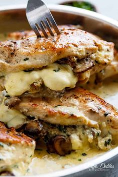 Cheesy Garlic Butter Mushroom Stuffed Chicken WITH an optional Creamy Garlic Parmesan Sauce! Garlic Mushroom lovers this is THE recipe of your dreams! Creamy Garlic Parmesan Sauce, Chicken Parmesan Recipes, Chicken Salad Recipes, Meat Recipes, Dinner Recipes, Cooking Recipes, Healthy Recipes, Recipe Chicken, Bbc Recipes