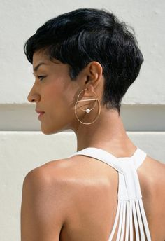 How to style the Pixie cut? Despite what we think of short cuts , it is possible to play with his hair and to style his Pixie cut as he pleases. Short Wavy Hair, Bobs For Thin Hair, Short Blonde, Thick Hair Pixie, Blonde Hair, Long Pixie, Undercut Hairstyles, Pixie Hairstyles, Undercut Pixie Haircut
