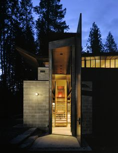 Weekend holiday home: Chicken Point Cabin by architect Tom Kundig