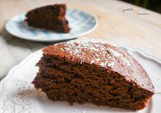 Par contre, un gâteau au chocolat vegan moelleux comme celui-là, je suis pas contre mais j'avais pas de bonne recette ! Je voulais quelque chose de très facile, que tu peux faire en un quart d'heure et dont on ne se lasse jamais. Du coup, je t'ai concocté une recette hyper simple avec des ingrédients que tu as sûrement déjà dans tes placards (j'en suis sûre ;) ).