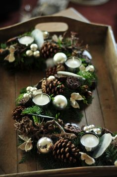 Another great and easy table top winter decoration Christmas Arrangements, Christmas Centerpieces, Christmas Decorations, Holiday Decor, Christmas Candles, Christmas Time, Christmas Wreaths, Pine Cone Crafts, Deco Floral
