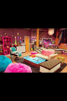 I kinda want this iCarly bedroom set lol...especially the ice cream sandwich sofa!