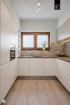 Modern kitchen – White N Black Kitchen Cabinets Kitchen Room Design, Best Kitchen Designs, Kitchen Cabinet Design, Modern Kitchen Design, Home Decor Kitchen, Interior Design Kitchen, Modern Kitchen Cabinets, Kitchen Flooring, Kitchen Photos