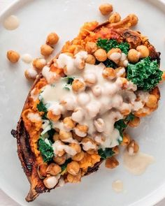 Baked Sweet Potato With Kale and Vegan Tahini Dressing Make healthy lunch meal prepping easy with this vegan recipe for baked sweet potatoes with protein-rich chickpeas, kale and zesty tahini dressing. Vegan Sweet Potato Recipes, Sweet Potato Kale, Kale Recipes, Vegan Recipes Easy, Lunch Recipes, Vegetarian Recipes, Recipes With Tahini Vegan, Vegan Stuffed Sweet Potato, Baked Sweet Potatoes