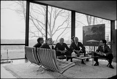 Image 15 of 17 from gallery of Spotlight: Philip Johnson. From left: Andy Warhol, David Whitney, Philip Johnson, Dr. John Dalton, and Robert A. Stern in the Glass House in Image © David McCabe Kenzo Tange, Richard Meier, Oscar Niemeyer, Frank Gehry, James Stirling, Philip Johnson Glass House, Johnson House, Johnson Johnson, Christian De Portzamparc