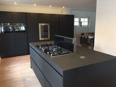Luxury Kitchen Design, Kitchen Room Design, Kitchen Cabinet Design, Home Decor Kitchen, Black Kitchens, Luxury Kitchens, Home Kitchens, Modern Kitchen Interiors, Modern Kitchen Cabinets