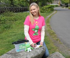 You can show your geocaching and Signal pride with style and comfort with this ladies fit 100% ring spun cotton shirt. This shirt is styling enough for events, yet comfortable enough to take out on the geocaching trail. The shirt features a large and happy Signal on the front, and the official Geocaching logo on the left sleeve.