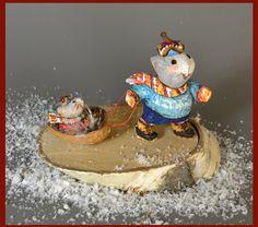 Winter-Maus Nussbaum Schlitten ziehen. Neue von LNicholsWoodcarving