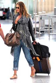 Airport Style. I want those shoes