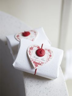Wrap a gift in a solid paper and embellish with a printed heart made from scrapbook paper. #redwhite #valentinesdsy