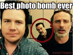 You're going to LOVE these 17 hilarious photobombs The walking dead #LOL