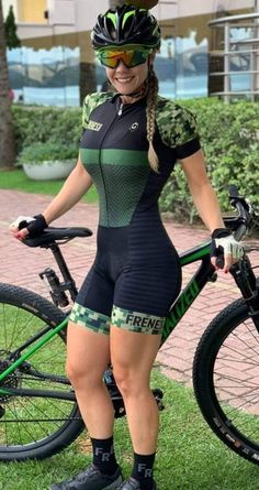 Cycling Girls, Cycle Chic, Bikers, Mtb, Wetsuit, Bicycle, Swimwear, Outfits, Beauty
