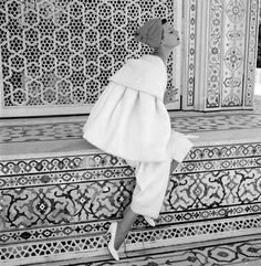Image from http://www.caravanmagazine.in/sites/default/files/imagecache/lightbox_full_image/Norman-Parkinson,-Barbara-Mullen,-India,-Vogue-1956.jpg.