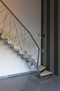 7 Modern Staircase Ideas With Varied Sample_modern staircase design ideas Staircase Ideas Design Ideas Modern Samplemodern Staircase Varied Modern Stair Railing, Stair Railing Design, Stair Handrail, Staircase Railings, Modern Stairs, Stairways, Staircase Ideas, Escalier Design, Winding Staircase