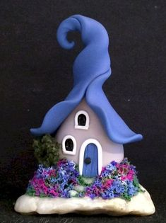 120 Easy And Simply To Try DIY Polymer Clay Fairy Garden Ideas. Polymer clay is a clay like material made from polyvinyl chloride (PVC), plasticizer and pigment. Polymer Clay Fairy, Fimo Clay, Polymer Clay Projects, Polymer Clay Creations, Clay Fairy House, Fairy Houses, Fairy Crafts, Clay Fairies, Clay Houses