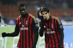 Kaka and Balotelli talking a little before the match...