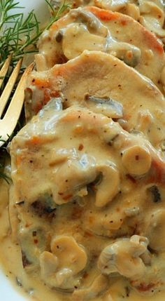 Easy Cream of Mushroom Pork Chops-only used one can of mushrooms. Very simple to our regular smothered pork chops recipe. I prefer fresh sautéed mushrooms Creamed Mushrooms, Stuffed Mushrooms, Mushrooms Recipes, Mushroom Pork Chops, Pork Chops With Mushrooms, Pork With Mushroom, Cream Of Mushroom Rice, Recipe Using Cream Of Mushroom, Mushroom Sauce
