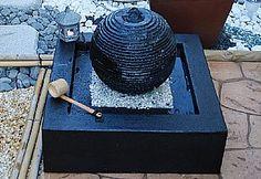 $380 Sfera saturno. Dimensioni 65x65x48h  Completa di pompa  Completa di ghiaino  Ideale per interni ed esterni  Sfera ricoperta di polvere di marmo.