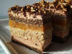 Pani Dulska to ciasto tortowe, powiedziałbym niedzielne :) Składa się z 3 placków – 2 makowe i 1 orzechowy, które przełożone są czekola...