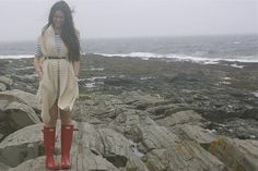 Similar sweater in brown. Red Wellies, Rainy Day Fashion, Comfy Casual, Long Sweaters, Outfit Posts, Cover Up, Stripes, Photo And Video, My Style