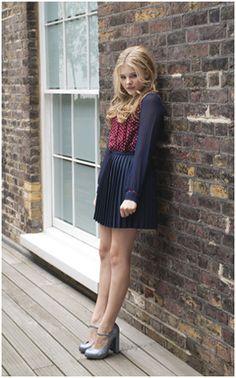 Chloë Moretz. Me encanta este look, de niña a mujer. A Chloë le queda hermoso! ❤