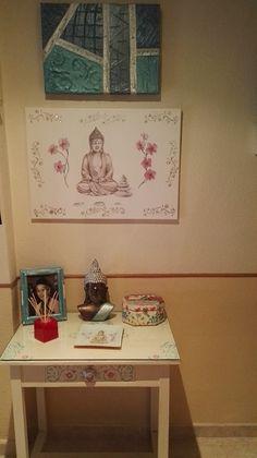 Sefi Cano a creado este rincón zen decorando cada objeto con técnicas diferentes, como estarcidos, decoupage o pintura relieve. Decora tu propio rincón como más te guste, encuentra todos los productos necesarios en nuestra web: www.cosqueretas.es