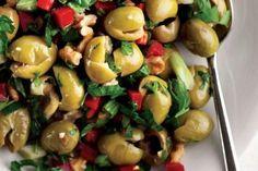 Antep Usulü Zeytin Piyazı Turkish Salad, Salad Recipes, Keto Recipes, Turkish Recipes, Ethnic Recipes, Food Illustrations, Serving Dishes, Salads, Good Food