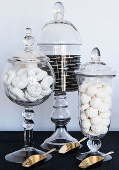 Wedding food diy buffet candy jars ideas for 2019 Candy Buffet, Candy Jars, Kitchen Jars, Kitchen Decor, Apothecary Jars Decor, Diy Wedding Food, Outside Christmas Decorations, Candy Party Favors, Köstliche Desserts