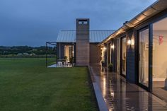 Wakatipu Basin House by Mason & Wales Architects Modern Barn House, Modern House Plans, Modern House Design, Rural House, D House, Farm House, Bungalow, Modern Farmer, Moise