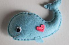 Felt Whale Ornament Party Favor Key Chain par EndlessFeltMagic
