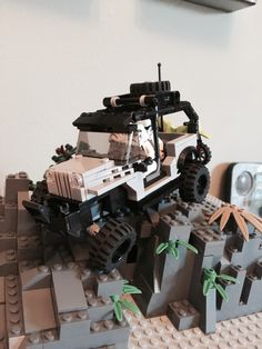 LEGO Jeep JK Wrangler Unlimited 6W w/ articulating suspension and swing away tire/dirt bike carrier