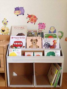 図書館に行くと子供の本のコーナーにある絵本棚。表紙が見えるからどんな本なのかがひと目でわかります。ひとり暮らしの人にも本のディスプレイコーナーとして絵本棚が使えそう♪100均素材やすのこ・ダンボールで手作りハンドメイドするアイデアをご紹介します。