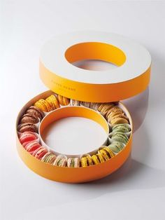 Cool packaging for serving macarons. #packaging