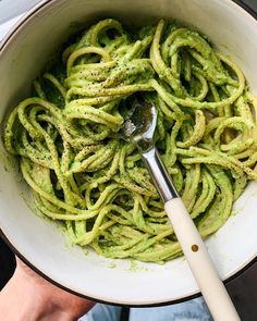 5-minute Healthy & Homemade Pesto Pasta Recipe by @shapedbycharlotte Pesto Pasta Recipes, Spaghetti Recipes, My Recipes, Healthy Recipes, How To Make Pesto, Homemade Pesto, Yummy Food, Tasty, Pesto Sauce