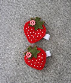 Strawberry hair clip, red, green, white grosgrain ribbon covered clip - by Plushka on madeit