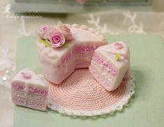 Mini Tortillas, Dollhouse Accessories, Room Accessories, Miniature Food, Miniature Dolls, Miniature Tutorials, Dollhouse Kits, Dollhouse Miniatures, Pink Dressing Tables