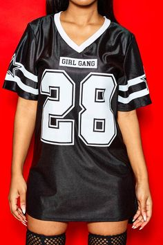 Style Girl Gang Jersey Dress is an easy piece to throw on all the time. It's sporty, stylish, and really cute on! Swag Outfits For Girls, Shirts For Girls, Summer Outfits, Girl Outfits, Casual Outfits, Cute Outfits, Jersey Outfit, African Print Fashion, Girl Gang