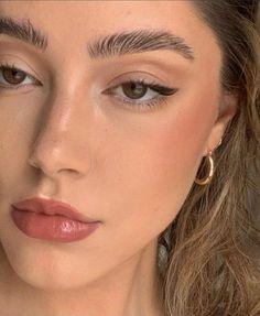 Makeup Inspo, Makeup Inspiration, Makeup Tips, Beauty Makeup, Dewy Makeup, Runway Makeup, Makeup Trends, Glow Makeup, Makeup Videos