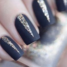 Deco nail gel black and gold, how to choose an easy nail decoration ongles foncés Matte Nails, Glitter Nails, Fun Nails, Pretty Nails, Gold Glitter, Dark Nails With Glitter, Gold Manicure, Nagellack Design, Nail Patterns