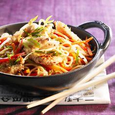 Découvrez la recette Wok de poulet aux légumes sur cuisineactuelle.fr.