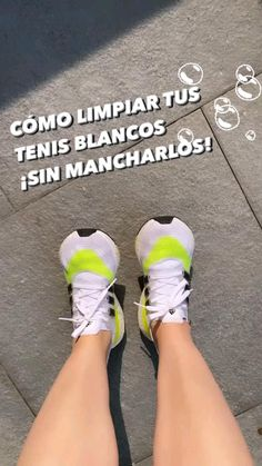 How To Clean White Shoes, Clean Shoes, Girl Life Hacks, Tips Belleza, Diy Clothes, Cleaning Hacks, Helpful Hints, Beauty Hacks, Fashion Tips