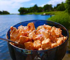 Potatissallad med ajvar - Jennys Matblogg Thai Red Curry, Potato Salad, A Food, Shrimp, Foodies, Side Dishes, Healthy Recipes, Healthy Food, Treats
